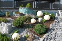 gartengestaltung-vorgarten-steine-frontal-glas-hf-links+